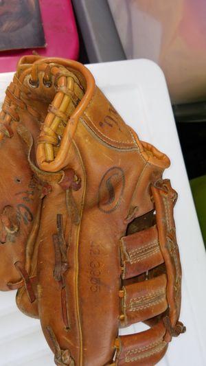 BASEBALL Glove for Sale in Auburn, WA
