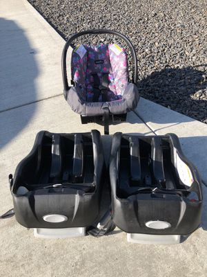 Evenflo car seat with 2 bases for Sale in Spokane, WA