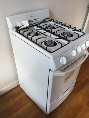 Hotpoint White Stove for Sale in The Bronx, NY