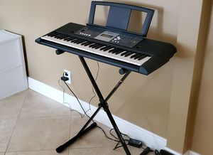 Yamaha Electronic Keyboard for Sale in LAUD LAKES, FL