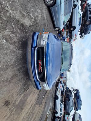 GMC Yucon 2003 only parts for Sale in Hialeah, FL