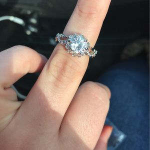 Sterling Silver Size 9 Exquisite Ring for Sale in Lorain, OH