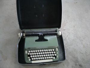 Antique TypeWriter WORKS Great! for Sale in Annapolis, MD