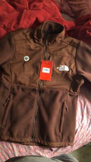 Northface Coats women' medium and large for Sale in Farmville, VA