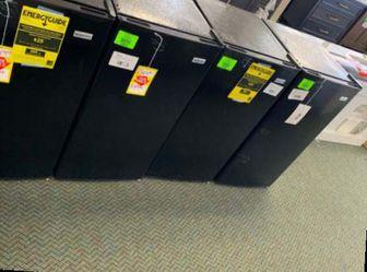 IGLOO 3.2 MINI FRIDGE LIQUIDATION SALE!!! KXET for Sale in March Air Reserve Base,  CA