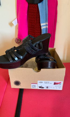 Sz 8 women ugg sandals for Sale in Bell, CA