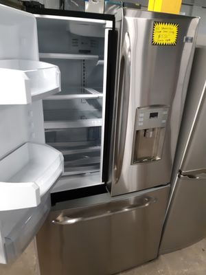 GE STAINLESS STEEL COUNTER DEPTH FRENCH DOORS FRIDGE WORKING PERFECTLY for Sale in Baltimore, MD