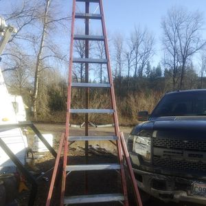 """Louisville 10"""" Ladder for Sale in Puyallup, WA"""