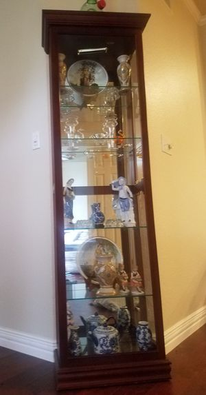 Curio cabinet for Sale in Frisco, TX