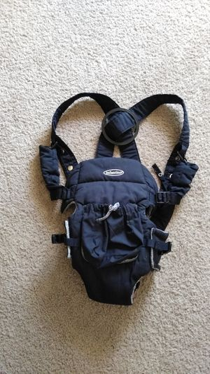Beautiful Infantino Baby Carrier GoGo Rider ( excellent condition ) for Sale in Frederick, MD