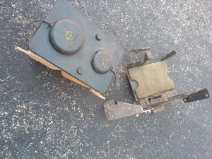 Ford F150 overflow windshield washer tank and bracket 1995 for Sale in Erial, NJ