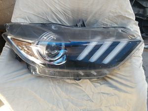 15-17 FORD MUSTANG HEADLIGHT for Sale in Fresno, CA