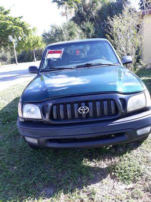 Toyota tacoma 98 for Sale in North Miami Beach, FL