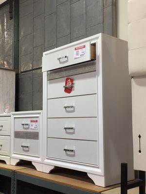 5 Drawer Chest with Small Jewelry Drawer, White for Sale in Santa Fe Springs, CA
