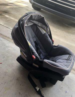 Baby car seat graco with base for Sale in Boynton Beach, FL