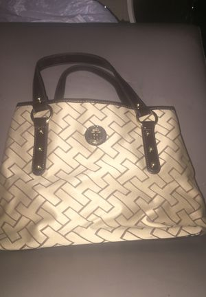 Tommy Hilfiger Purse $5 for Sale in Lancaster, TX