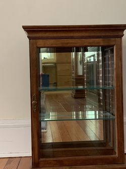 Ethan Allen Curio Cabinet for Sale in Rye,  NY