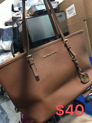 Michael Kors small tote bag (brown) for Sale in New York, NY