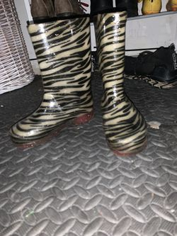 Light up zebra rain boots size 1 for Sale in St. Peters,  MO