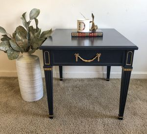 End table for Sale in Fort Meade, MD