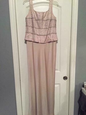 Elegant Champagne Color Formal Dress, Size 14 W/ Purse included (wore once) (Great evening gown for a wedding) (Check out all my other item I have for Sale in Arnold, MO