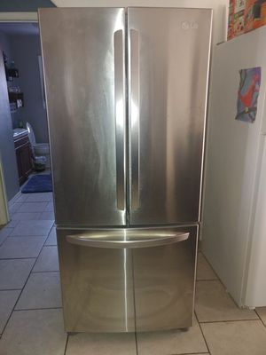 LG REFRIGERATOR STAINLESS STEEL for Sale in San Diego, CA