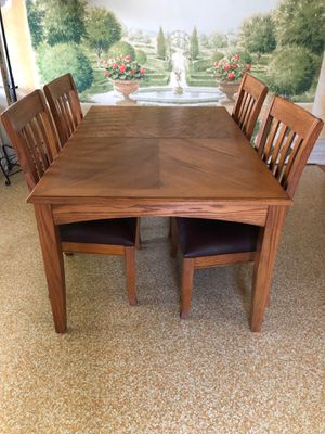 SOLID WOOD DINING TABLE WITH CHAIRS for Sale in Warren, MI