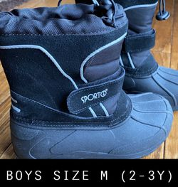 SPORT Kid Snow Boot. Size 2-3Y for Sale in River Forest,  IL