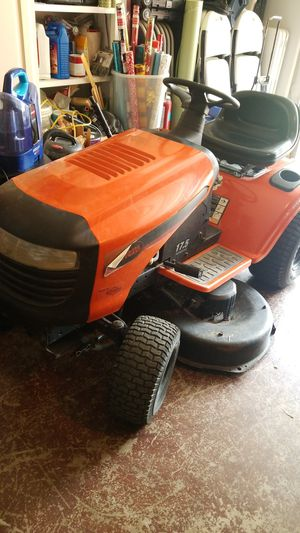 Ariens Mowing tractor 6 speed for Sale in Garland, TX
