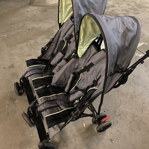 Very clean baby double stroller for Sale in Long Beach, CA