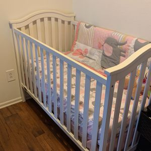 Crib And bedding for Sale in Charlotte, NC