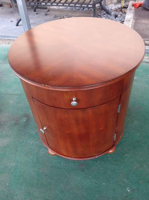Brewster Barrel End Table for Sale in Fort Meade, FL