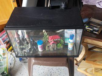 Fish Tank 10 Gallon Set for Sale in Suwanee,  GA