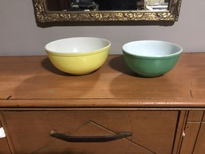 Yellow and green 1940's Pyrex mixing bowls for Sale in Wichita, KS