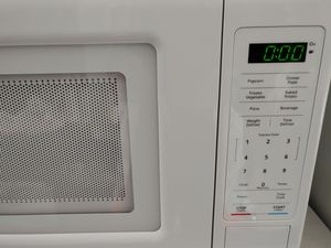 MICROWAVE WHITE for Sale in Upper Marlboro, MD