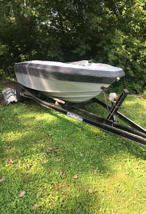 Project boat MerCruiser 3.0 engine alpha one outdrive Very good trailer no rust everything they're just needs to be put together for Sale in St. Charles, IL
