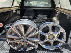 2 sets of chrome rims for Sale in Las Vegas, NV