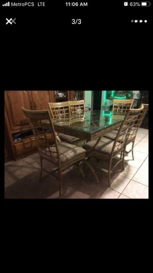 Dining table for Sale in Moreno Valley, CA
