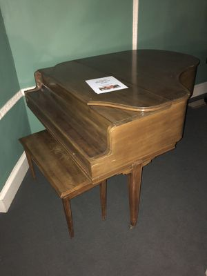 Free Grand Piano. Works! Pick up in Short North for Sale in Columbus, OH