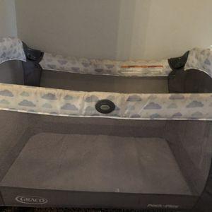 Cargo baby crib for Sale in Phoenix, AZ