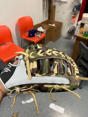 Baseball softball glove made in Mexico for Sale in Hazard, CA