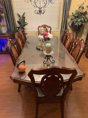 Beautiful dinning table for Sale in Bakersfield, CA