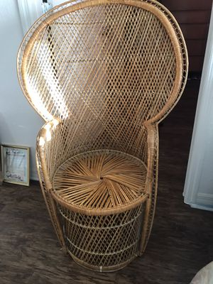 Vintage peacock wicker fan chair for Sale in St. Petersburg, FL