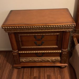 King Size Bed, Dresser, 2 Night Stands for Sale in Staten Island, NY