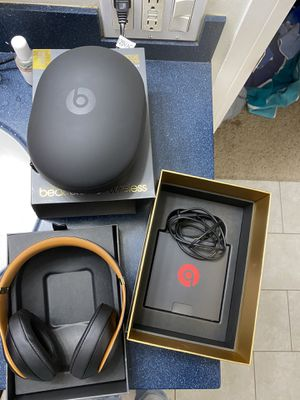 beats studio 3 wireless skyline collection for Sale in San Diego, CA