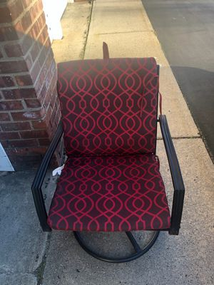 Set of 4 Metal Rocking Chairs (cushions included) for Sale in Queens, NY