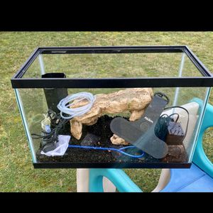 10 Gallon Fish Tank With Filter for Sale in Tacoma, WA