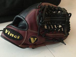 Vinci softball or baseball glove 9/10 for Sale in Tampa, FL