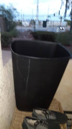 13 gallon trash can for Sale in Las Vegas, NV