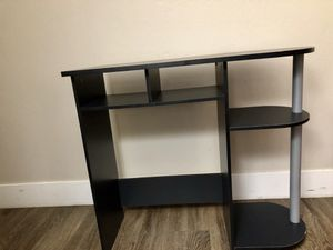 Cute small light weight desk. Great kids desk or for a small room. It also makes a great vanity, which is what it was used for for Sale in San Mateo, CA